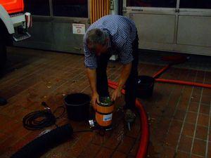 Mit einfache Handgriffen läßt sich das Pumpenrad reinigen. Ein idealles Geräte für voll gelaufene Keller das auch von Privatleuten eingesetzt werden könnte da es nur ein 230 Volt Stromanschluß braucht.