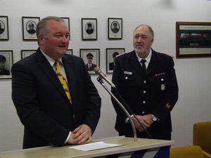 Für 25 Dienstjahre als Ehrenbeamter wurde der Wehrführer Wolfgang Schramm geehrt.