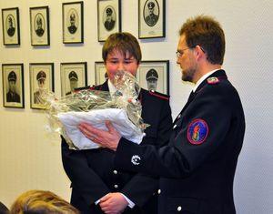 """Michael wird mit vielem Dank nach 7,5 Jahren Jugendfeuerwehrdienst """"entlassen"""" Danke!"""