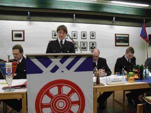 Der wiedergewählte Kassenwart der JF Michael Siemer trägt den Kassenbericht vor.