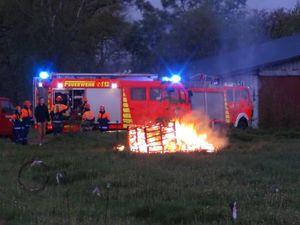 Brandeinsatz - auch ein Feuer möchte, unter Aufsicht der Betreuer, gelöscht werden!