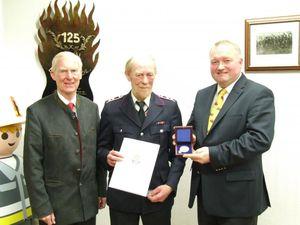 Für 40 Dienstjahre wurde der Hauptfeuerwehrmann Rolf Steinbuck geehrt.