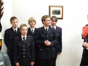 Den Absolvent der Leistungsprüfung Jugendflamme wurden die Abzeichen ausgehändigt.