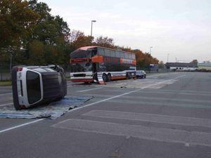 Die Ausgangslage: ein beteiligter Bus mit 20 Betroffenen, zwei Pkw mit Betroffenen und eine Radfahrergruppe.