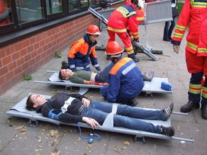Auch an der Verletztensammelstelle wurden Jugendfeuerwehrleute für die Betreuung eingesetzt, während die großen Sanitäter die Versorgung übernammen.