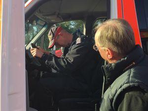 Kai durfte zeigen, wie man den Fahrersitz richtig einstellt. (c)hg