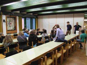 Im Lehrsaal wurde über das entstehen von Bränden berichtet.