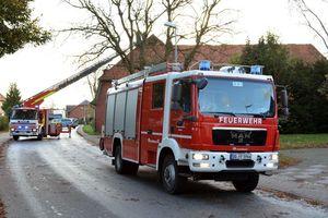 Das Löschfahrzeug der FF Hammoor sichert die Einsatzstelle gegen den Fahrzeugverkehr