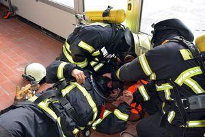 Die Arbeit mit der Atemschutznotfalltasche
