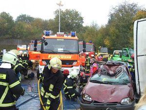 Die Rettungsgeräte müssen abgelastet werden und nach vorne gebracht werden.
