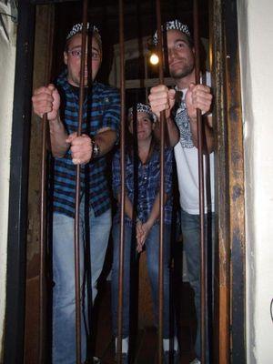 Es war nicht schwer in die Zelle zukommen, die Tür war nicht verschlossen.